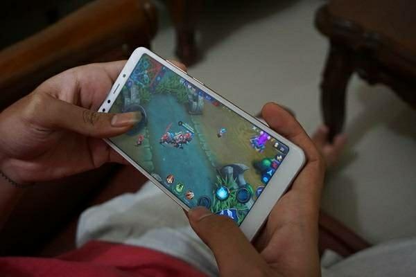 merupakan perangkat yang kehadirannya bak air segar yang menghilangkan dahaga para penggun Xiaomi Redmi 5 Review Indonesia Ponsel Kelas Entry Level Serasa Flagship