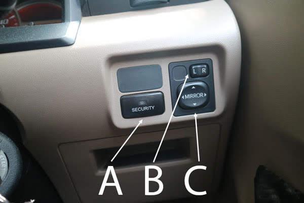 tombol untuk mengatur sepion mobil