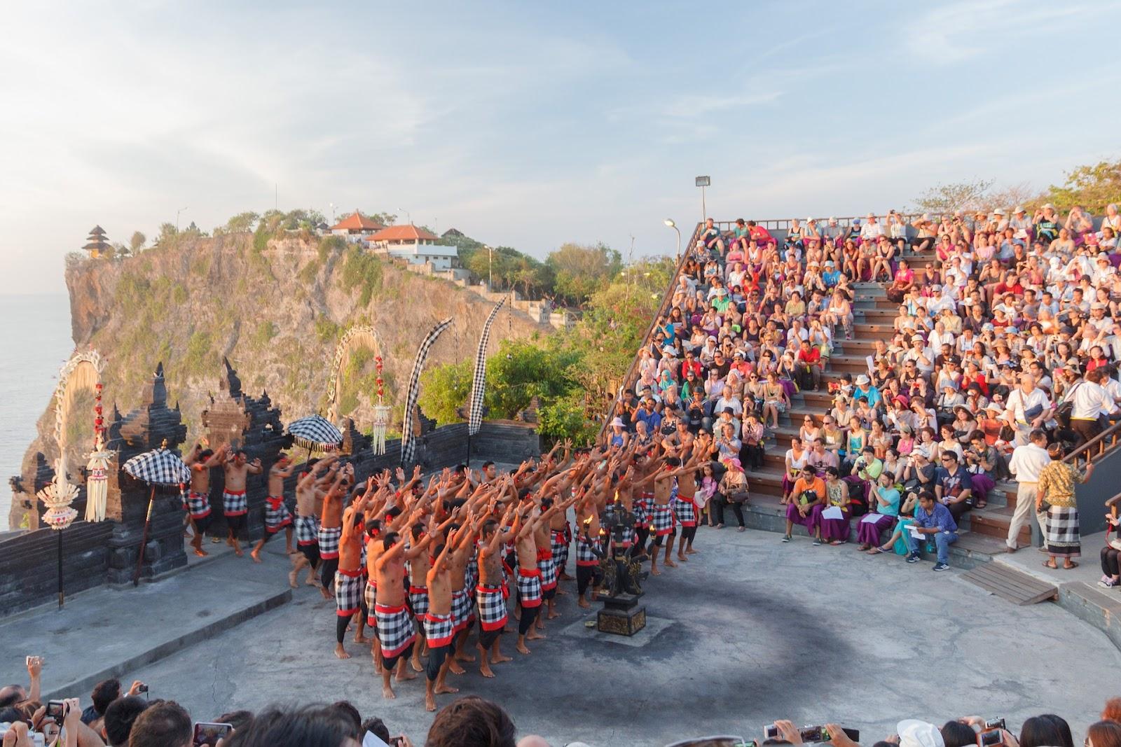 adalah pertunjukan dramatari seni khas Bali yang lebih utama menceritakan mengenai Ramayan Sejarah Tari Kecak Bali yang Penuh Unsur Magis dari Bali