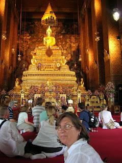 Buda Phra Deva Patimakorn,Templo de Phra Ubosoth, Bangkok, Tailandia, Tahilandia, vuelta al mundo, round the world, La vuelta al mundo de Asun y Ricardo