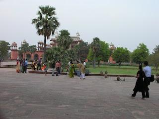 Jardines Tumba Akbar, Sikandra, India, vuelta al mundo, round the world, La vuelta al mundo de Asun y Ricardo