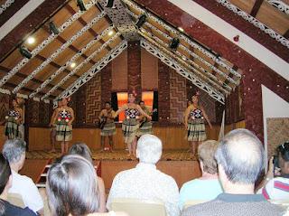 Folclore maorí, Rotorua, Nueva Zelanda, vuelta al mundo, round the world, La vuelta al mundo de Asun y Ricardo