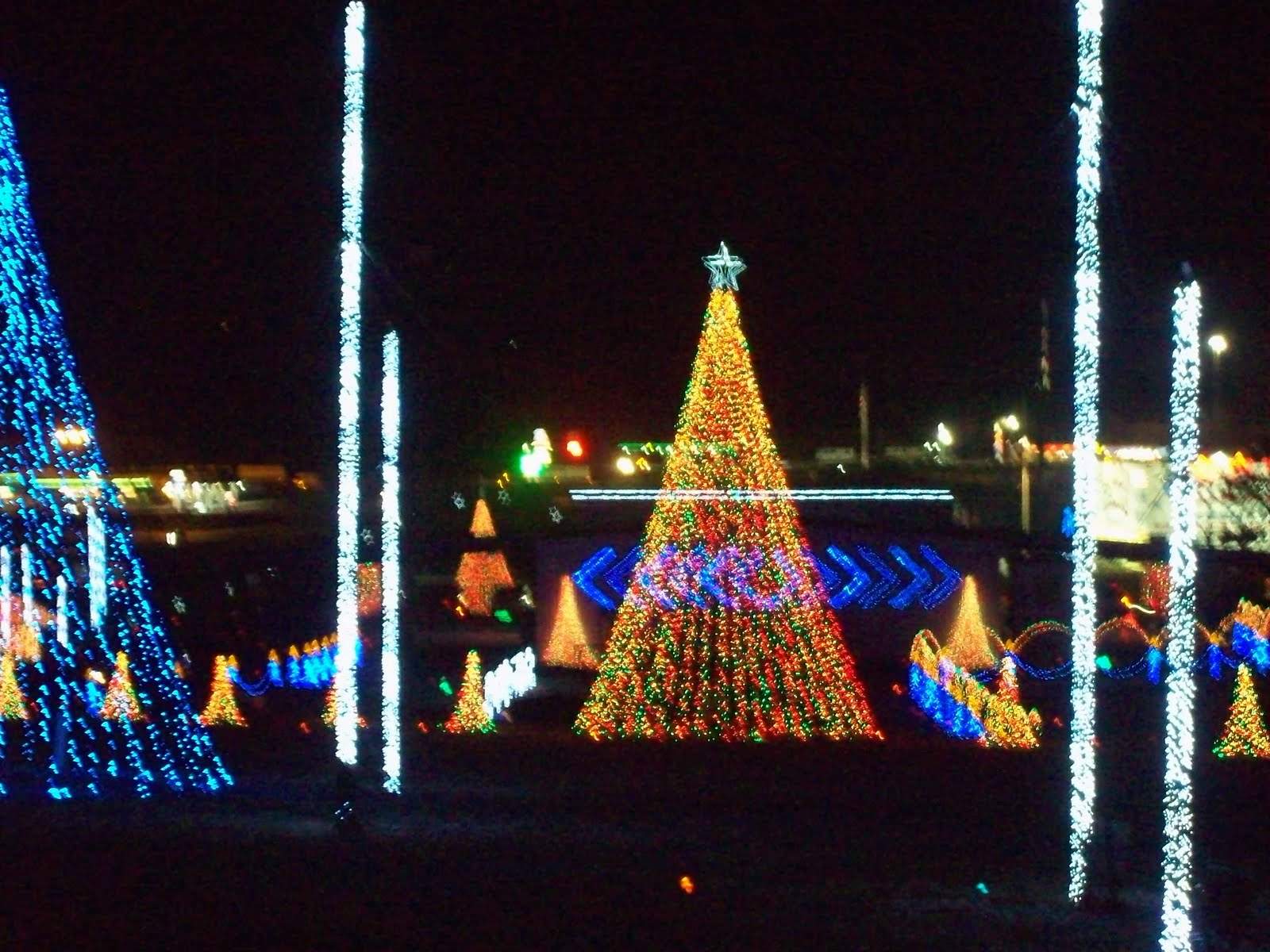 Shadracks Christmas Wonderland.Youve Been Reviewed Shadrack Christmas Lights Wonderland 2010