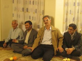 contoh sikap presiden Ahmadinejad David