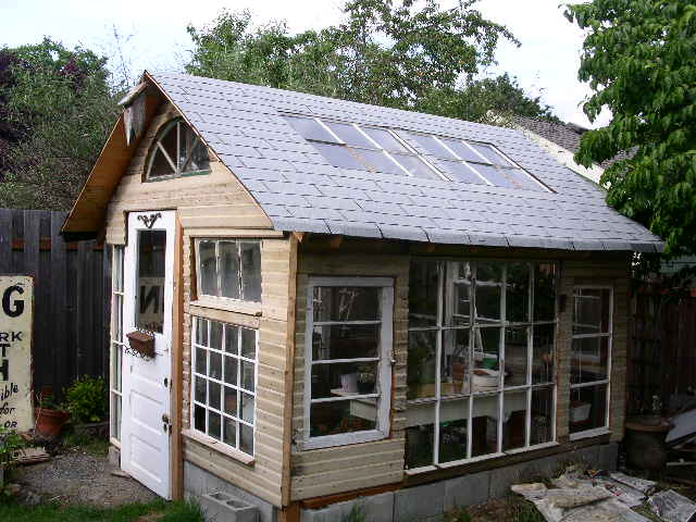 all my favorite things: this little tiny summer house is ...