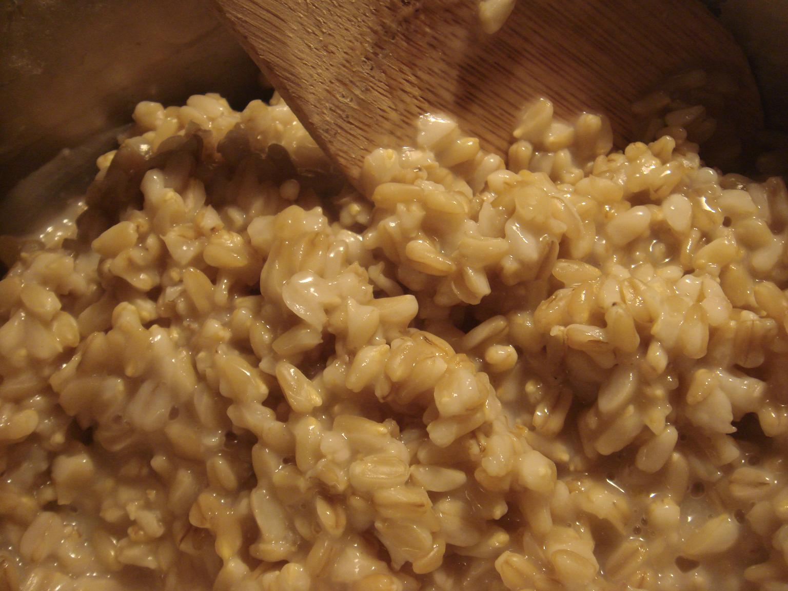 Simple Morning Oat Groats Recipe With Walnuts and Raisins