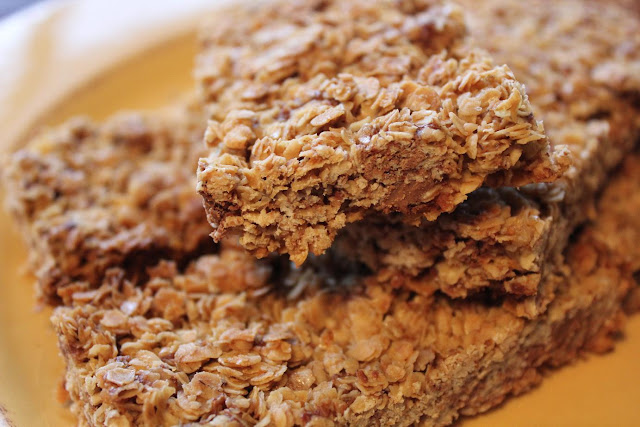 This 5-Ingredient Chocolate Chip Granola Bar Recipe is easy to make and so yummy! If you love a crunchy granola bar, then this is the recipe for you. The toasted oats take it to the next level!