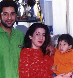 akpicture: CRICKETERS AND FAMILIES  Wasim