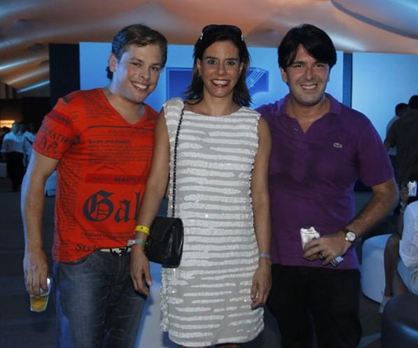 ROBERTO CARLOS BRILHA NO SHOW DE COPACABANA E LUIZA BRUNET FOI ODESTAQUE NA  ÁREA VIP !!! 364a5cb18e0a5