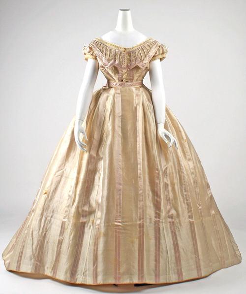 Oh My God That Dress  Az egyik legmenőbb kosztümös mikroblog b1699228aa