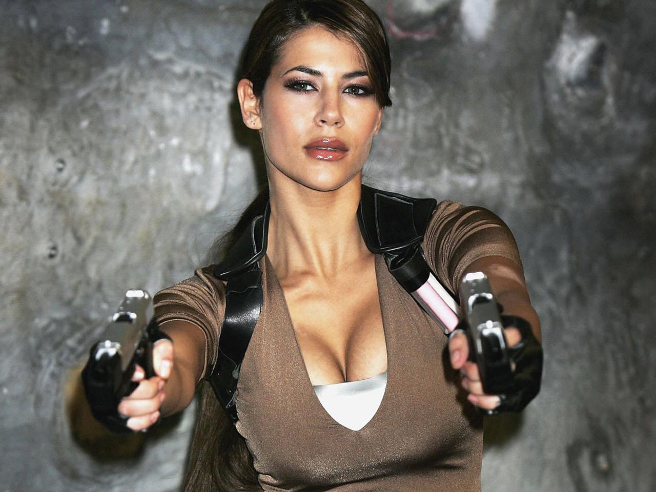 Hollywood Stars Sexy Wallpapers Karima Adebibes Hd Sexy Wallpapers Video Game Lara Croft Tomb -3619