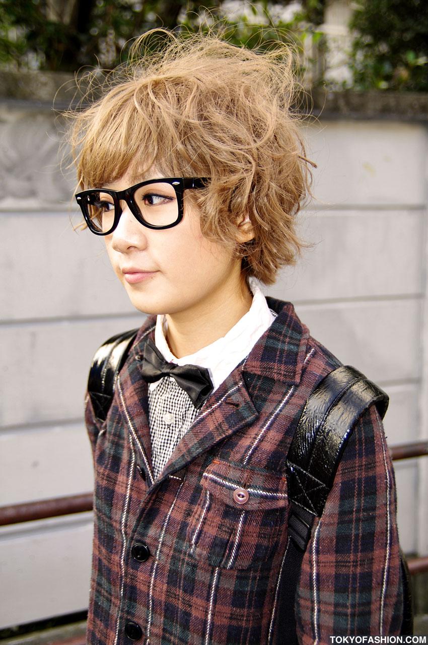 Echoes of Yesterday: Japanese Street Fashion- cute nerd girls