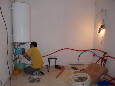 les travaux enfin etape 1 d placer le cumulus. Black Bedroom Furniture Sets. Home Design Ideas