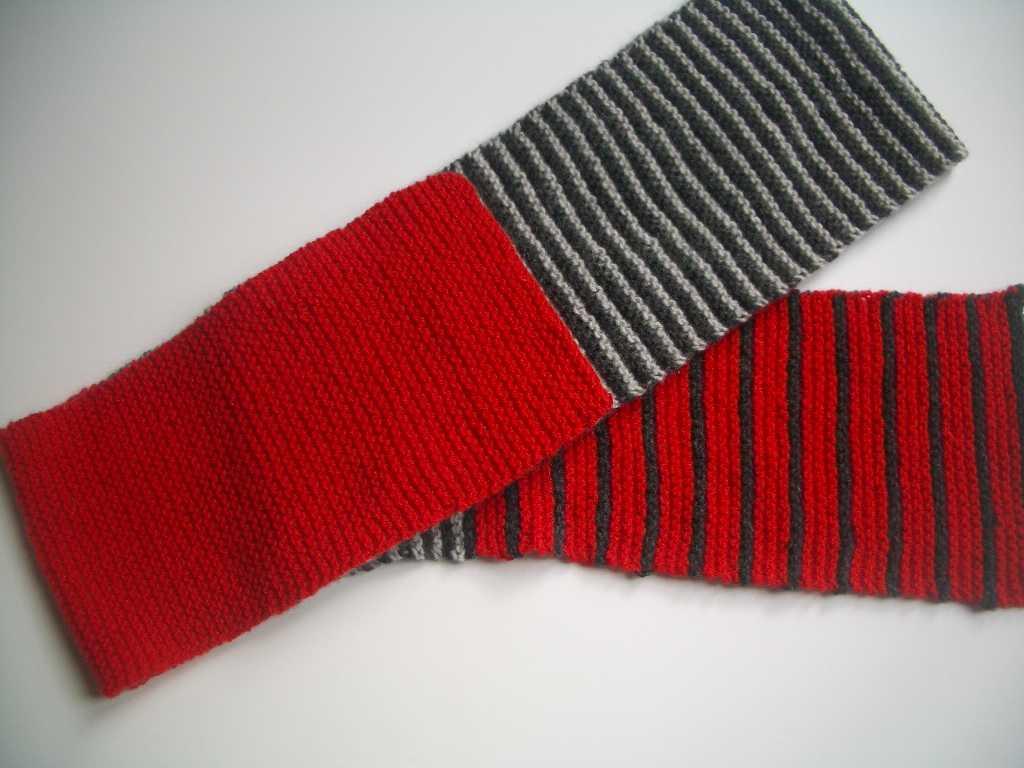 7468c3631909 Tricoté en 3,75 (parce que je tricote lâche). Monter 30 mailles en rouge,  tricotez pendant 30 cm. ensuite rayé gris clair, gris sombre 2 rangs par 2  rangs ...