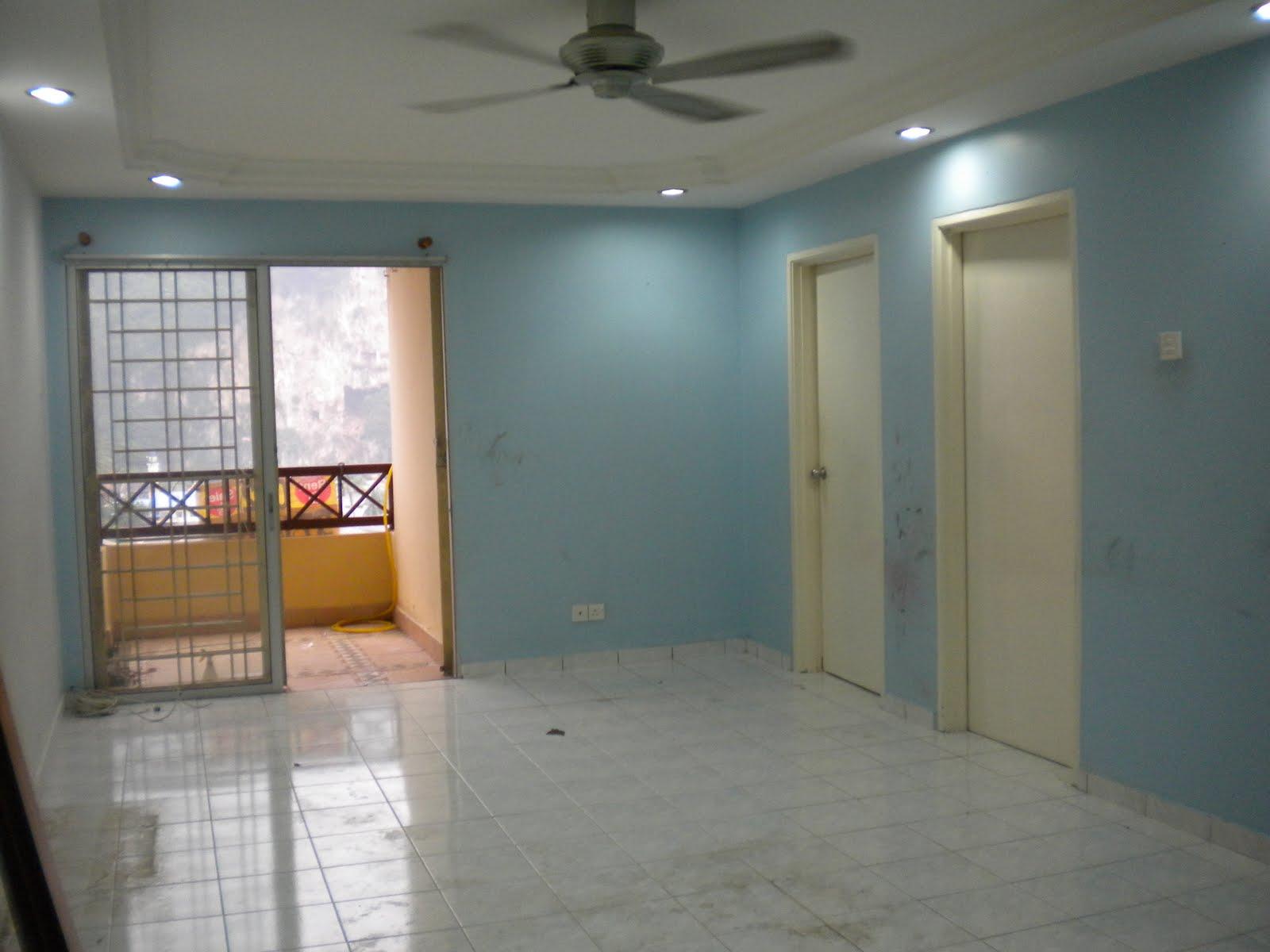 Siling Ruang Tamu Dilengkapi Plaster Kemasan Pintu Warna Putih Bole Ditukar Sekiranya Diperlukan
