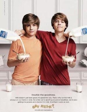 dylan e cole sprouse si ubriacano con il latte i gemelli sprouse sono ...