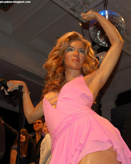 BEYONCE KNOWLES WAX STATUE