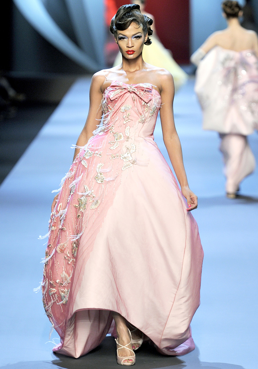 1a55232edb ... happening in the country and finals, I really needed to take my mind  off of everything. Enter Dior Haute Couture show at Paris Fashion week.  oh.mi.gawd.