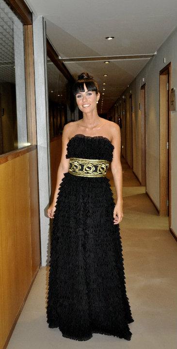 vestido negro y dorado de Manoush