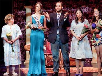 Miss Universo 2009 debuta como actriz de teatro