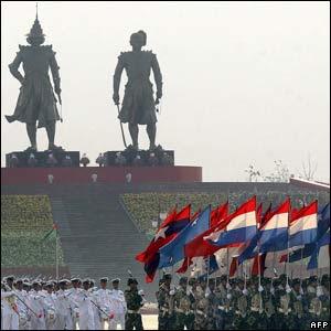 https://i0.wp.com/4.bp.blogspot.com/_1J11lnNV_GI/Rw4ihJCLNMI/AAAAAAAAAcA/MiGNUxzKXQ4/s320/Burma+military.jpg?resize=300%2C300