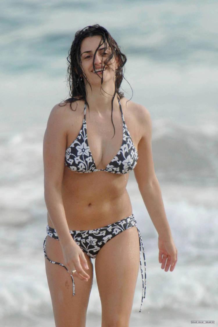 Penelope Cruz Bikini Pictures 104
