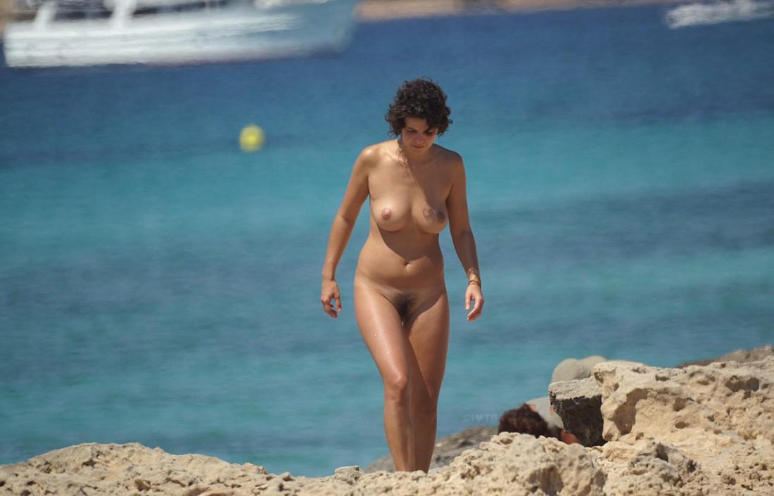 девки на диких пляжах хорватии nu