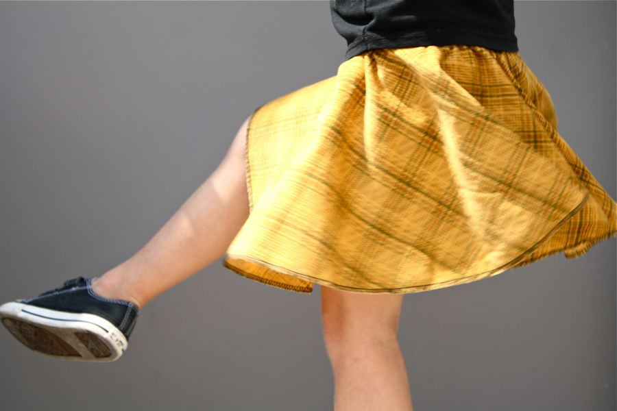 2e8746602 If you've ever made a poodle skirt before, it's the same concept. Your  fabric is cut in a circle, like a donut. Then the elastic is sewn on top to  create a ...