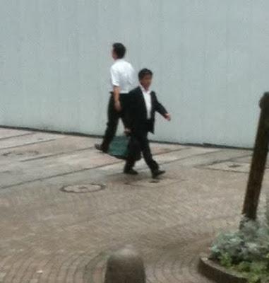 Le Japon le paradis de la chemise blanche...