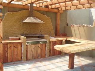 Muebles r sticos hassan quincho en roble con piedras pizarra - Terrazas de madera rusticas ...