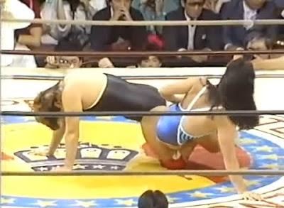 Itsuki Yamazaki - Yukari Omori - wrestling - wrestling women - leg lock