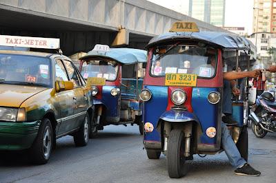 tuktuk bangkok wat