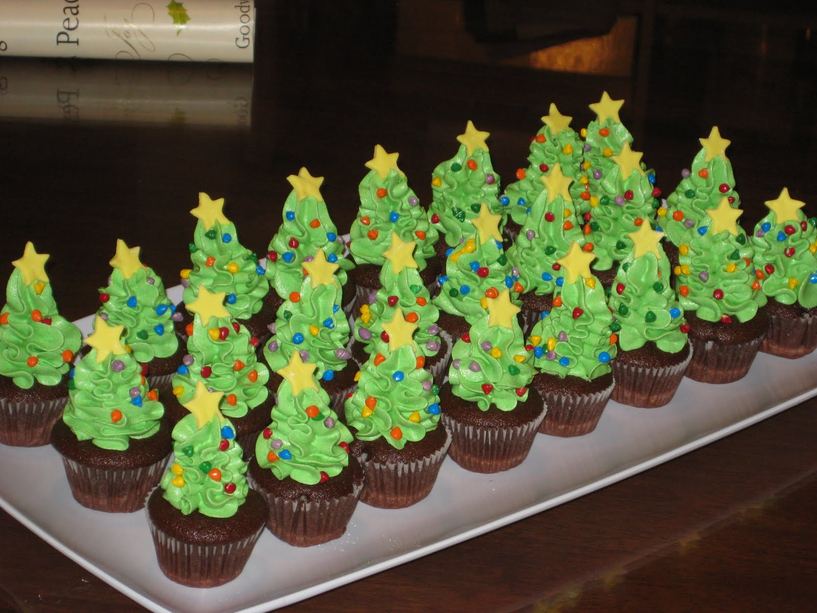 10 minutes here 10 minutes there mini christmas tree cupcakes. Black Bedroom Furniture Sets. Home Design Ideas