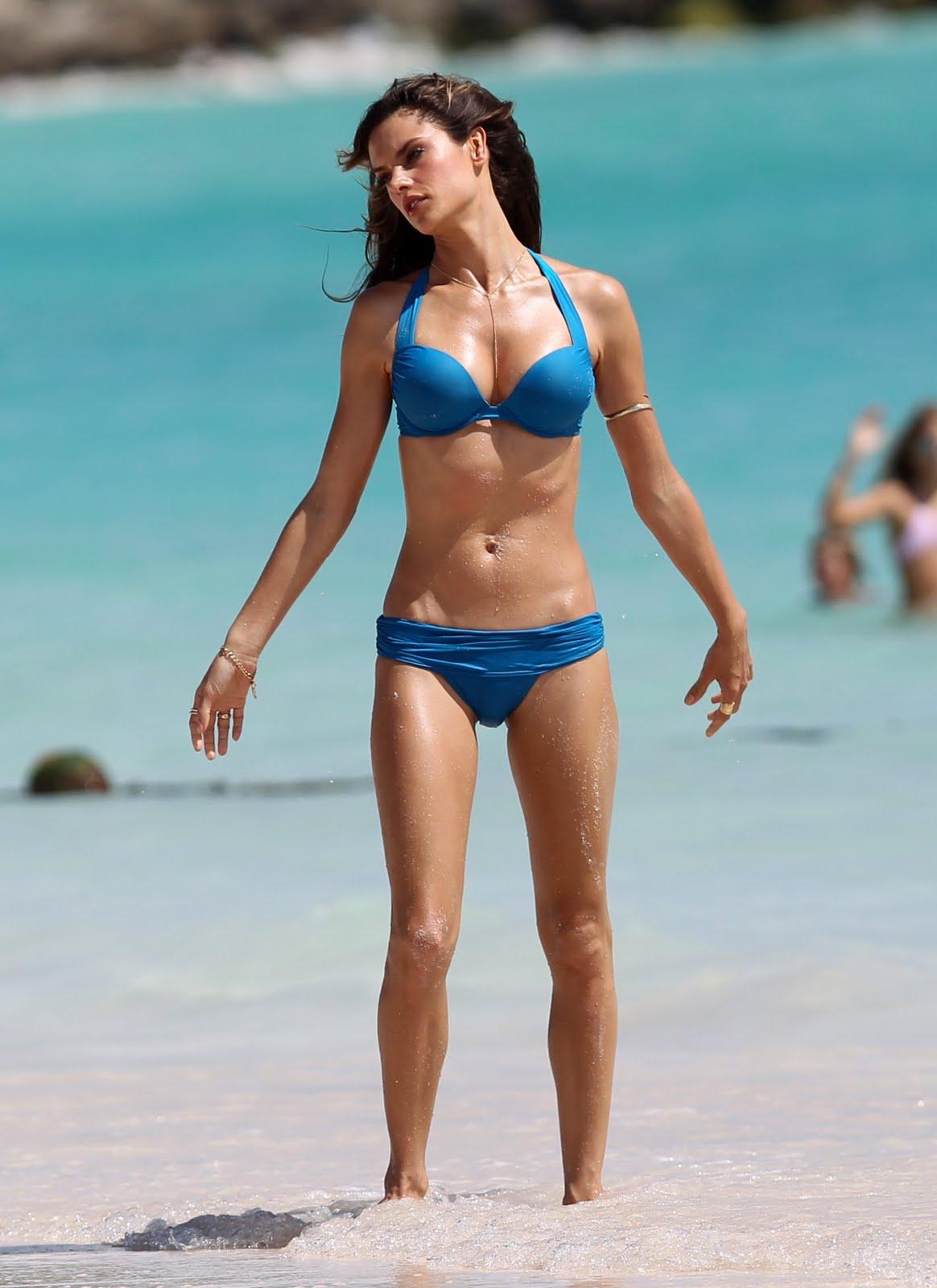 Hot & Sexy Alessandra Ambrosio in Victoria's Secret Bikini ... алессандра амбросио
