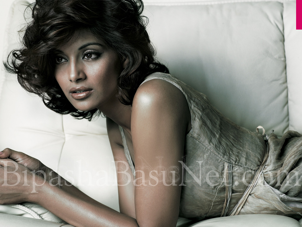 Bipasha hot and sexy photo-3239