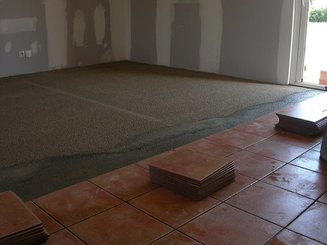 notre maison en provence pose du carrelage et de la fa ence. Black Bedroom Furniture Sets. Home Design Ideas