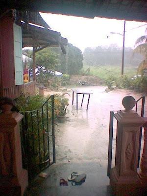 Hujan lebat!