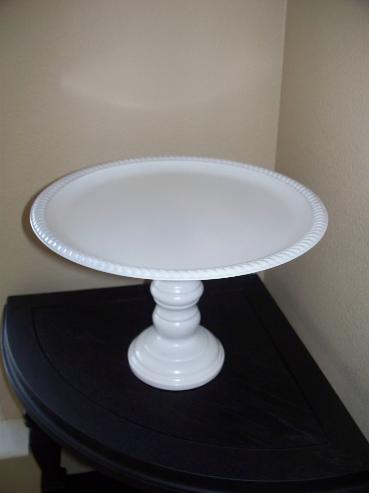 Cake Stand With Dome Plate Has Design