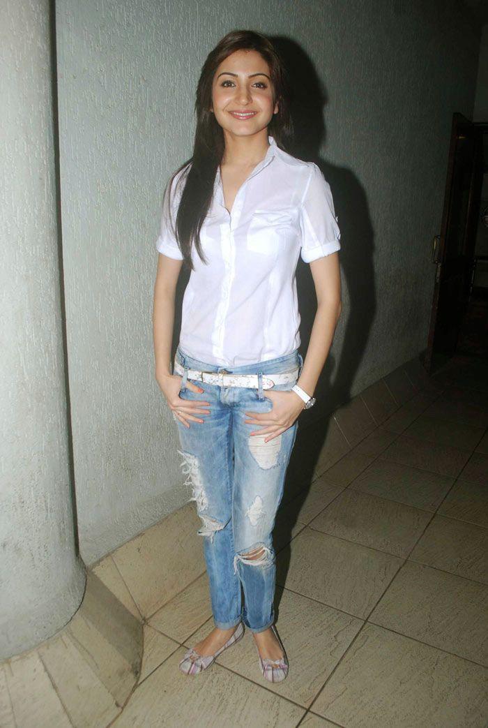 Anushka Sharma Cute Jeans @ White Shirt Pics | haipics