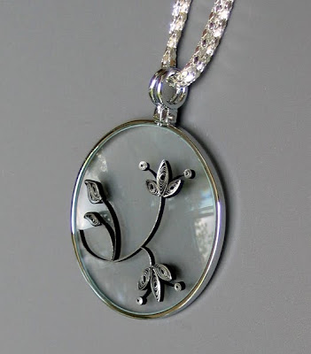 Quilled flower pendant