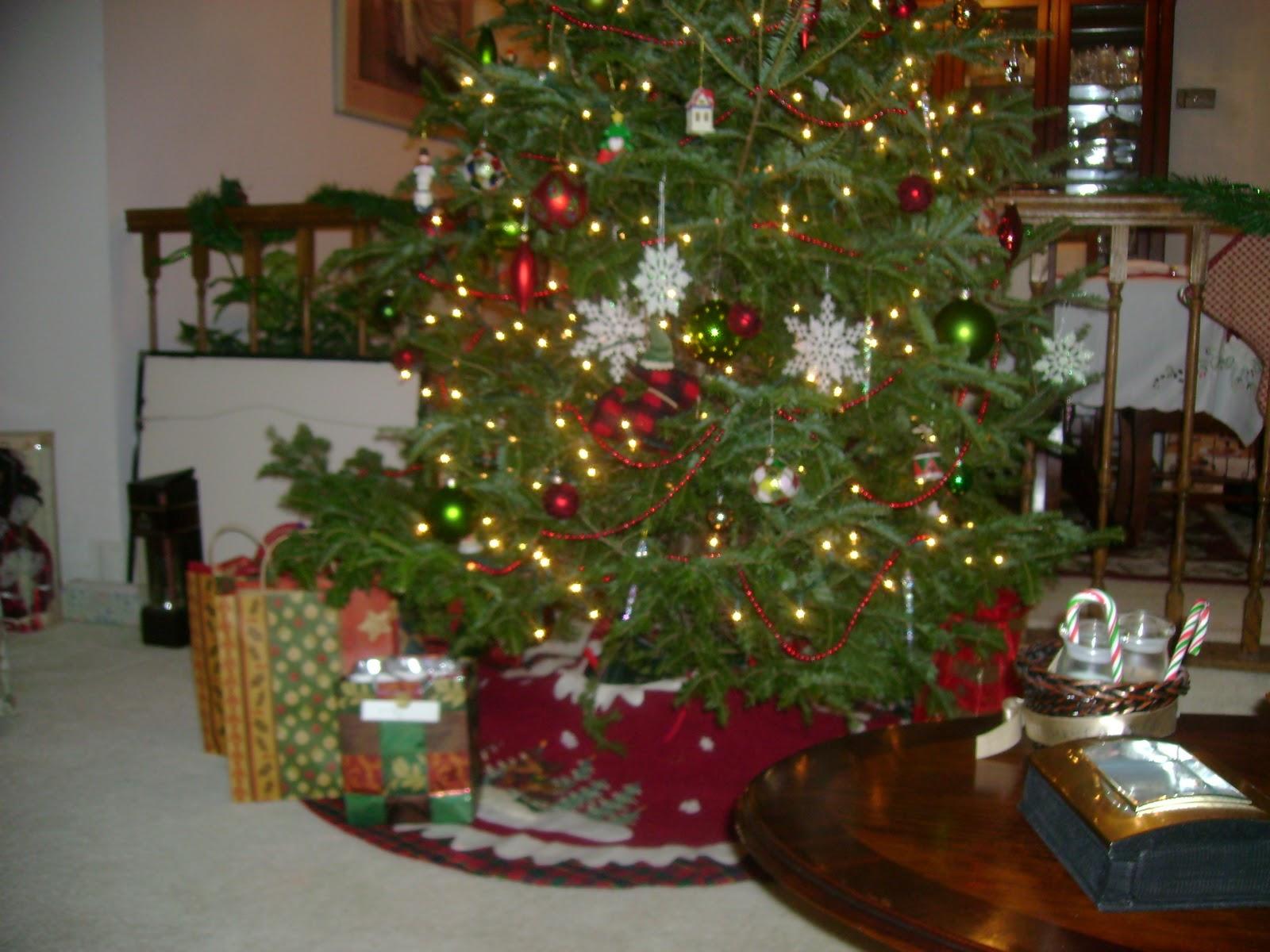 Signature Chic: Signature Christmas Tree Decorating Ideas