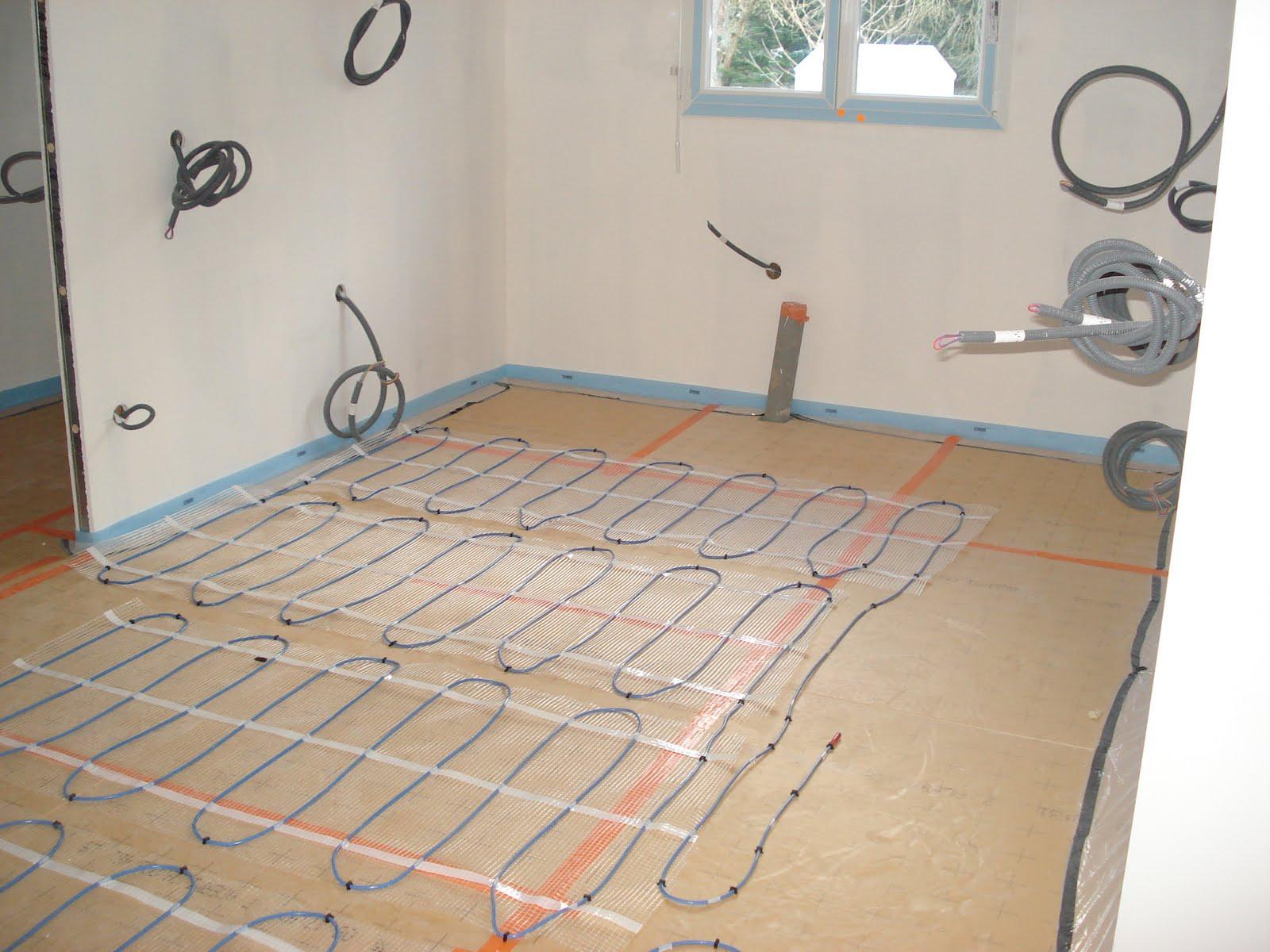 construction de notre nid douillet pose de l 39 isolant du sol tms et des trames de chauffage. Black Bedroom Furniture Sets. Home Design Ideas