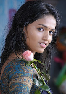 01sunaina stills in Yathumagi movie