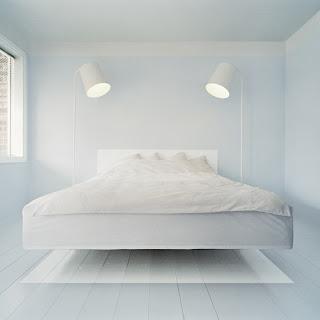 schwebendes bett in weiss connys diary. Black Bedroom Furniture Sets. Home Design Ideas