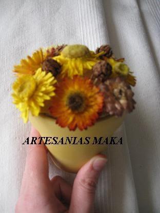 maceta con flores secas