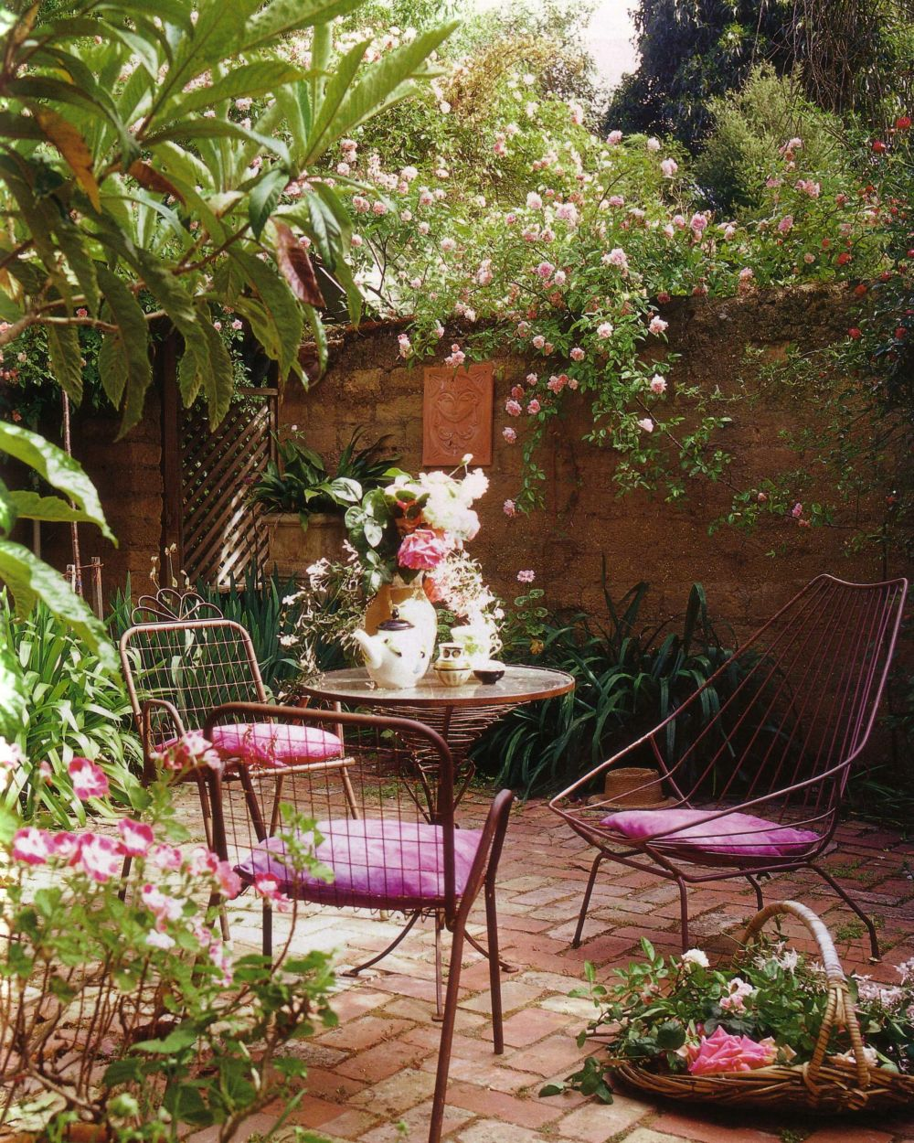 she moves the furniture: Courtyard Gardens on Courtyard Patio Ideas id=93432