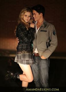 Edward Cullen And Bella Swan Kissing