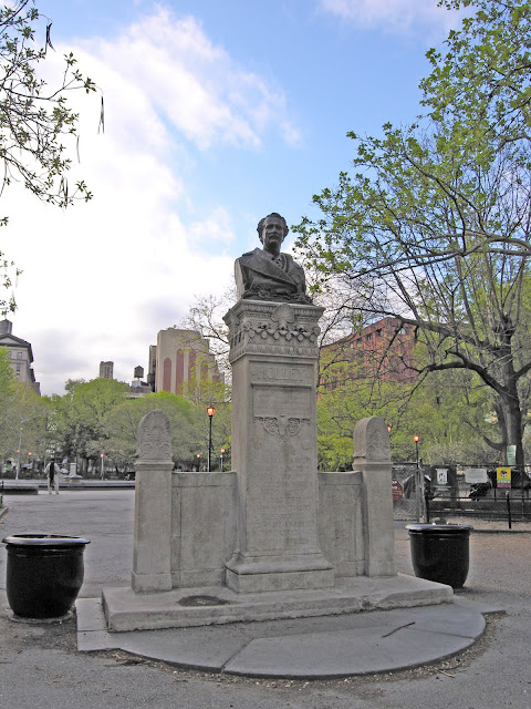 Category:Monuments and memorials in Manhattan