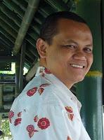 http://4.bp.blogspot.com/_3v0PCTah1Kw/TC22nVJTx-I/AAAAAAAAAkI/PJ-ZvA9Hv9c/s1600/Cahyadi+Takariawan.jpg
