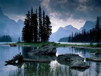 lago-en-el-parque-nacional-alberta-en-canada